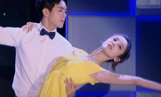 曾舜晞快本秒变张若昀 与娜扎共舞《爱乐之城》