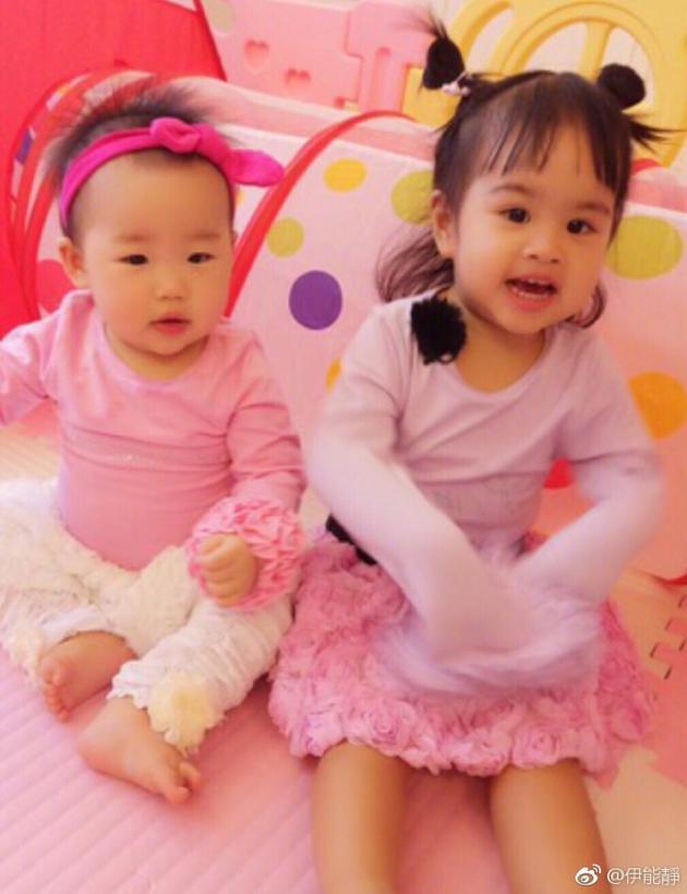 小米粒包饺子台北聚首同玩 两姐妹呆萌可爱似公主