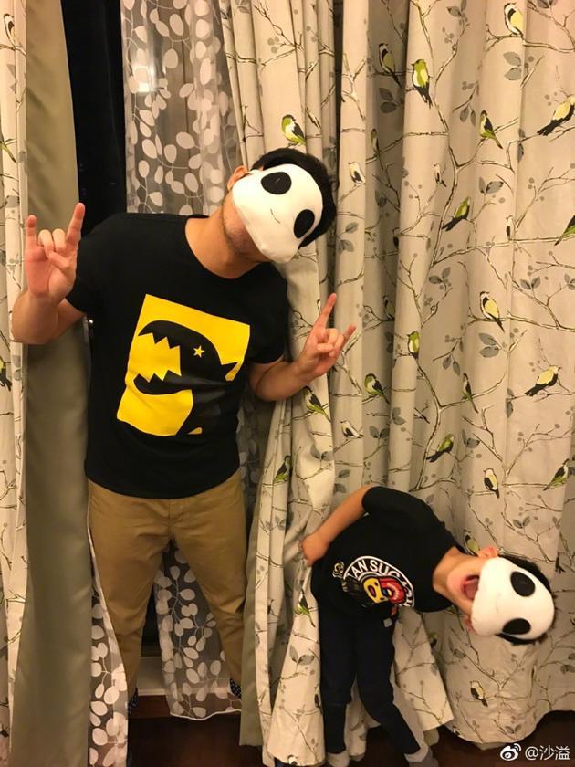 父子俩的日常!沙溢安吉扮熊猫搞怪卖萌超有爱