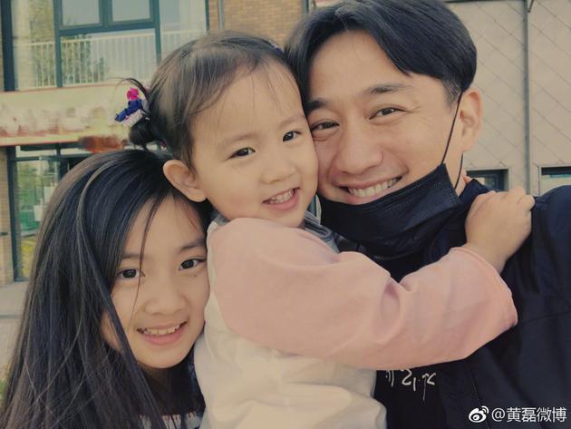 黄磊和两个女儿