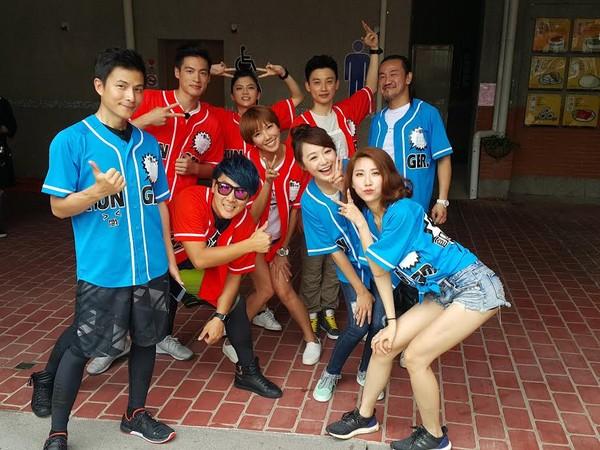 5566成员现身夜市录影 遭粉丝挤爆一度中止录制