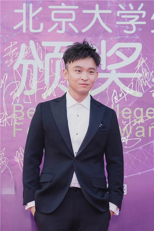 董子健亮相大学生电影节 自我调侃新人奖钉子户