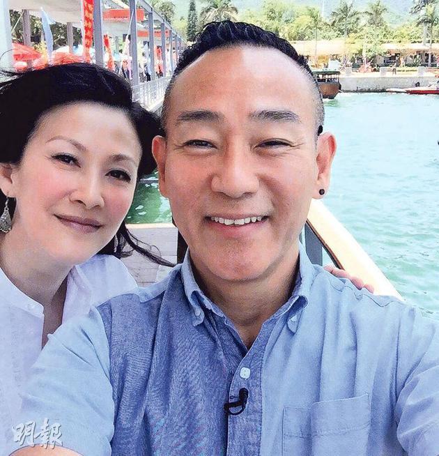 林保怡与陈慧珊10年没联络了,难得重逢,当然要拍照留念。