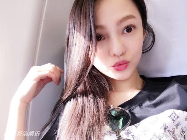 张韶涵大眼红唇显清纯 网友:工作别忘吃粽子