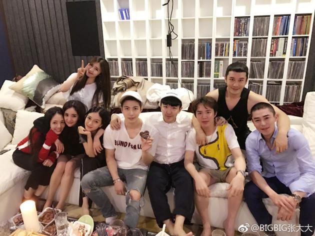黄晓明杨颖夫妇和霍建华、杨幂、郭碧婷、陈学冬等聚会