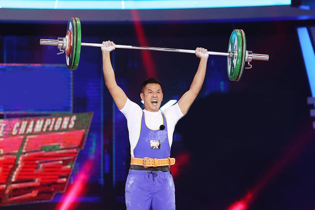 《冠军》贾乃亮惊险挑战55公斤 王祖蓝爆发大能量