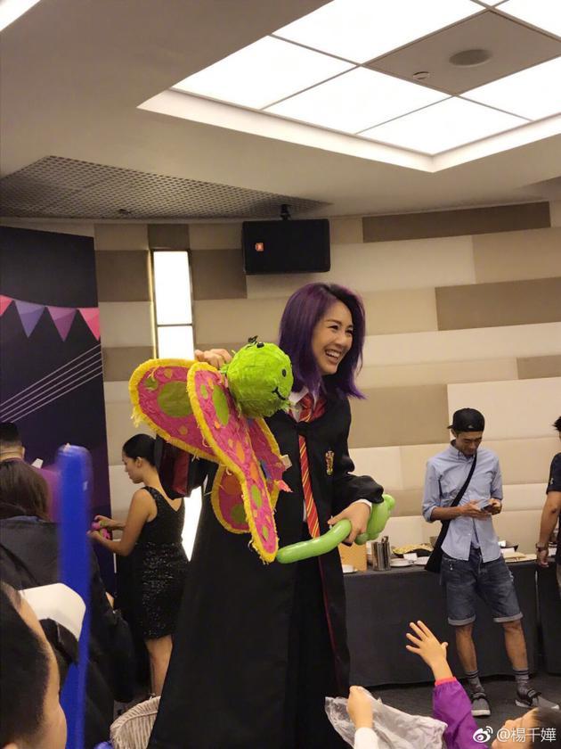 杨千嬅为儿子庆生气氛超嗨 母子玩cosplay超有感