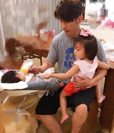 修杰楷照顾小孩,好爸爸形象深入人心