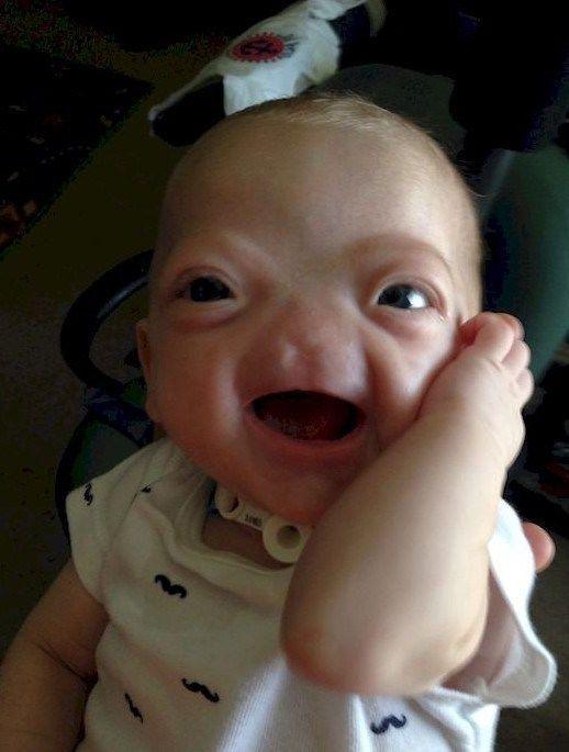 伊莱-汤普森总是面带微笑