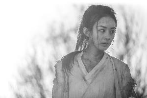 赵丽颖饰演的楚乔,在最初几集就上演了搏斗狼群的动作戏