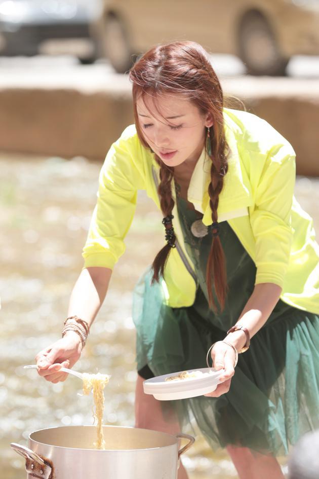 《旅途的花样》林志玲泉水煮面征服外国友人