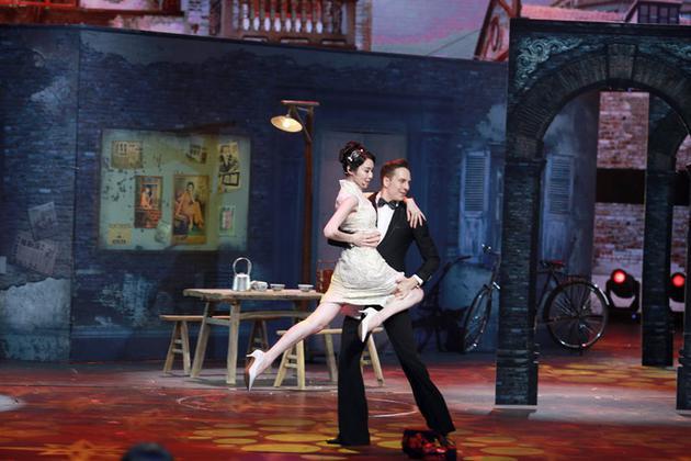 陈丽娜《跨界》深情献唱 旗袍造型亮眼民国范儿