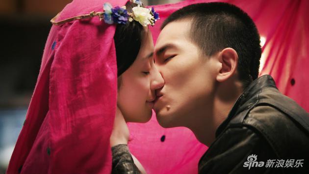 《深夜食堂》胡冰卿献荧幕初吻 头带红纱似新娘