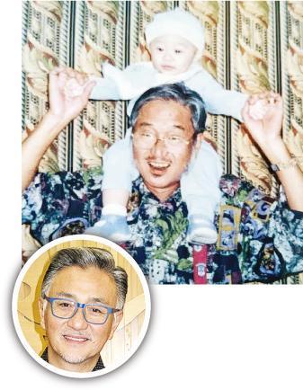 吳岱融(圓圖)與父親的樣貌十分相似。