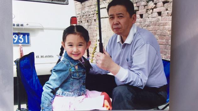 蒋依依与父亲拍广告