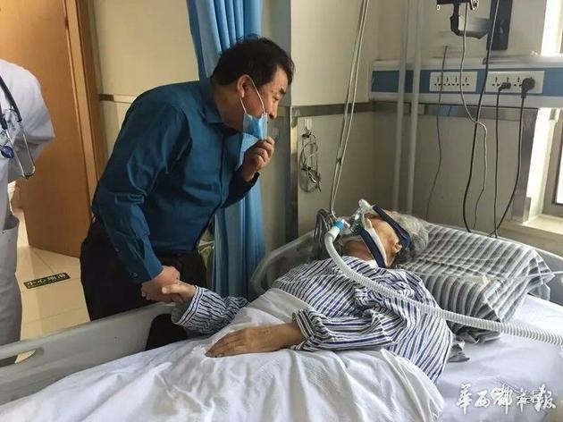 5月27日姜昆向唐杰忠表达问候时,唐杰忠意识非常清醒