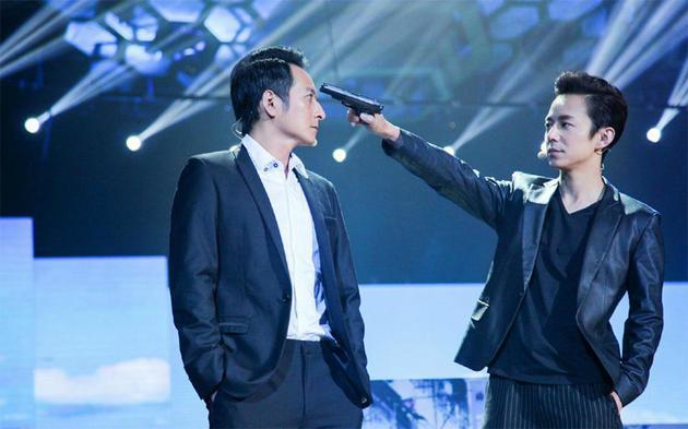 何炅李维嘉合唱《少年》 二十三年兄弟情掀回忆杀
