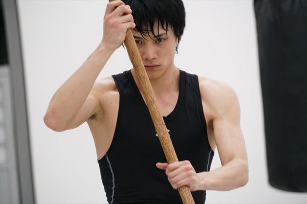 《东京食尸鬼》公开新剧照 铃木伸之秀健硕肌肉