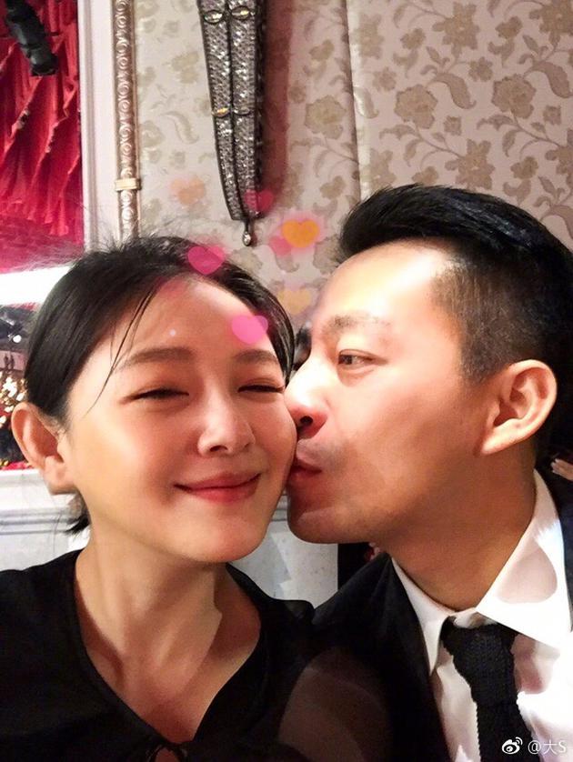 大s晒甜蜜亲吻照为老公庆生:我们已经白头到老了