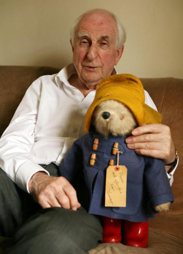 """""""帕丁顿熊""""创作者迈克尔·邦德逝世  享年91岁"""