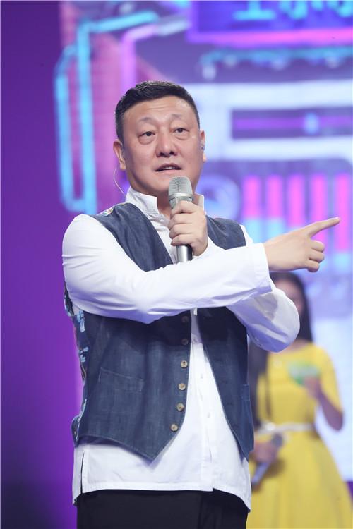 """《我想和你唱》韩红韩磊""""两王""""相见 大拼酒量"""