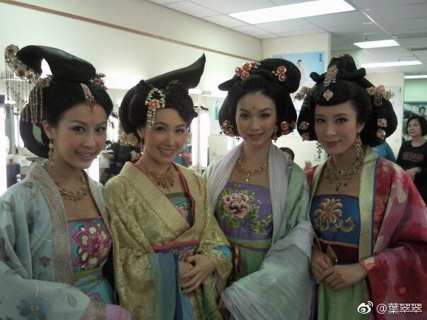 曹敏莉、李淑华、叶翠翠、杨怡《宫心计》戏装旧照