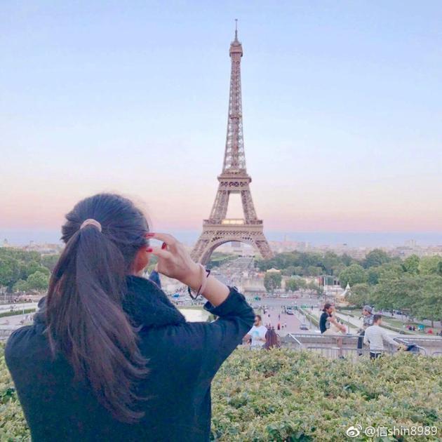 信女儿法国游玩照