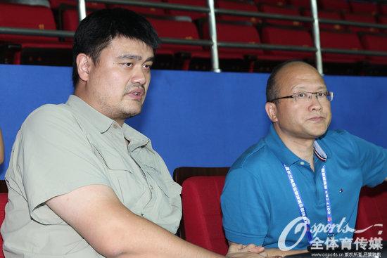 姚明与张雄共同观看长三角挑战赛