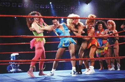 《美女摔角联盟》 当B级片导演拍真人秀
