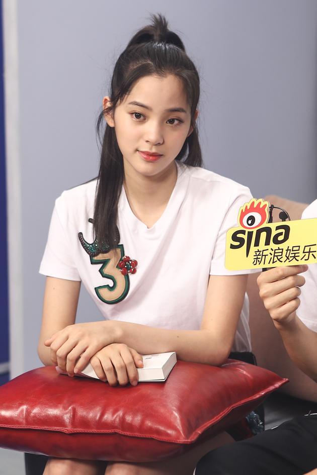 陈飞宇自称长得像陈红 和欧阳娜娜情侣鞋是默契图片