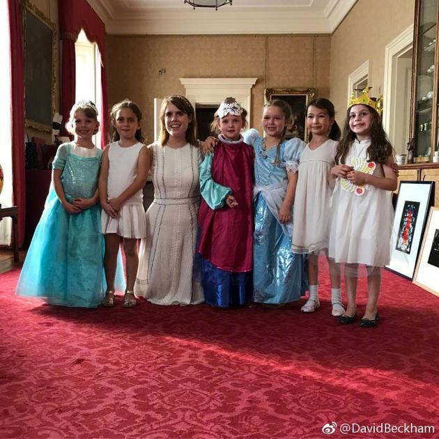 小七生日扮仙蒂公主 在宫殿与真正的公主会面