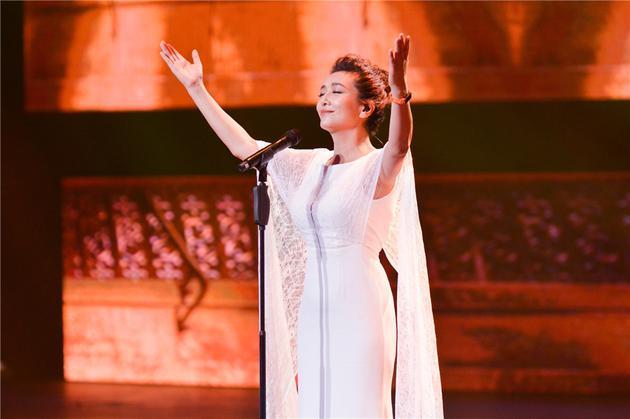 《跨界》江珊实力问鼎歌王 谢娜走心演唱获亚军