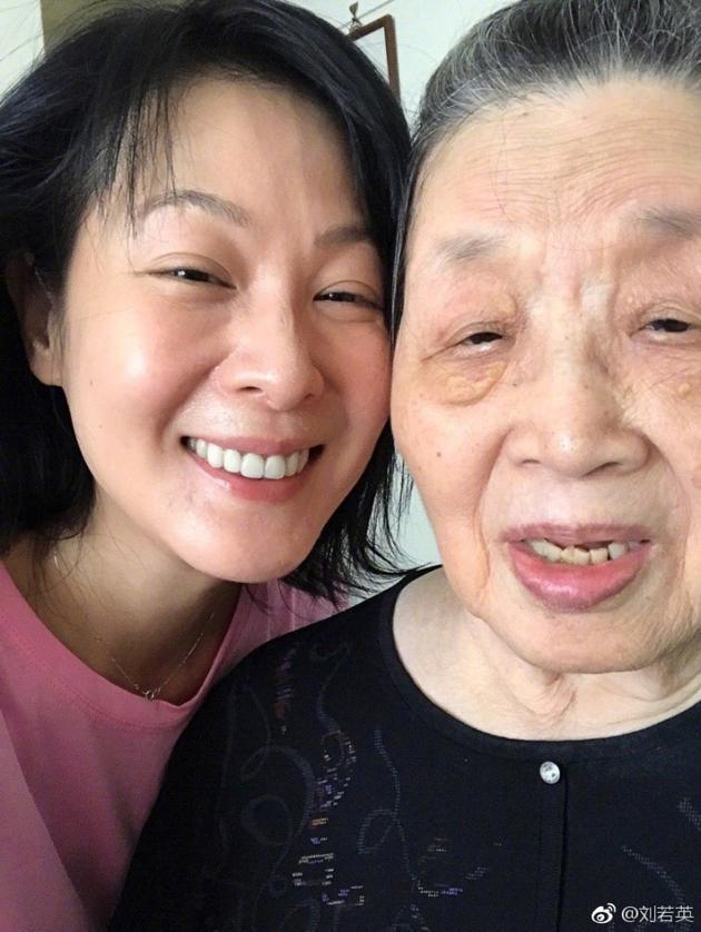 刘若英与祖母自拍