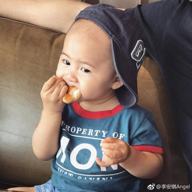 明星全接触 > 正文     新浪娱乐讯 7月12日,体操冠军李小鹏的妻子