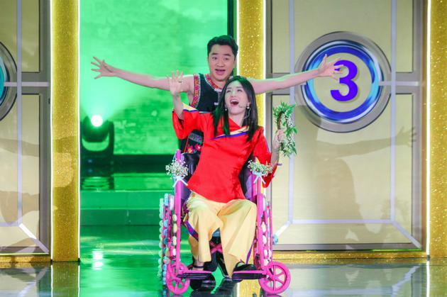 《快本》谢娜带伤上阵 搭档王祖蓝浮夸表演引爆笑