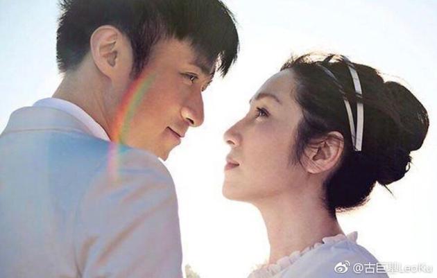 古巨基结婚三周年遇彩虹许愿 和老婆甜蜜十指紧扣