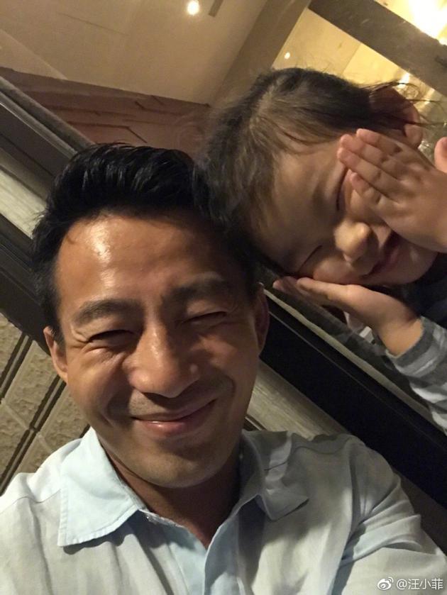 汪小菲和女儿合照