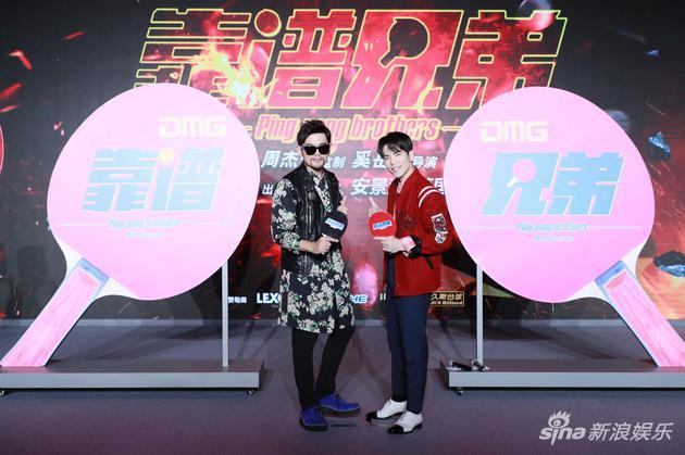 周杰伦(左)与萧敬腾合作新片《靠谱兄弟》