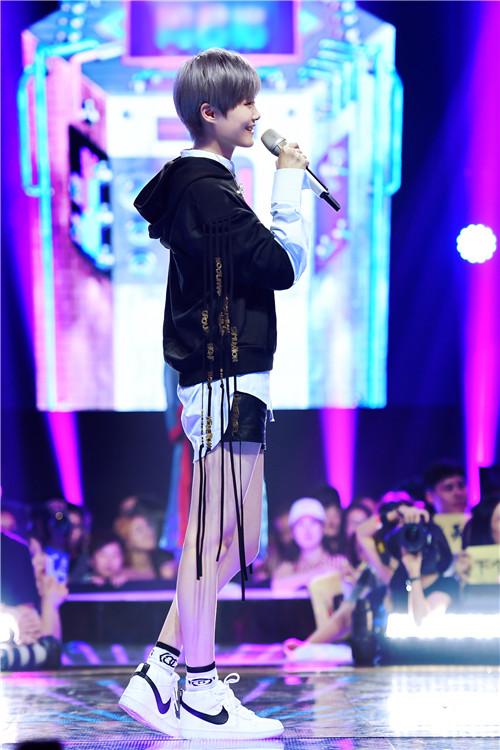 歌迷受李宇春歌曲激励 从想辍学到考上哈佛女博士