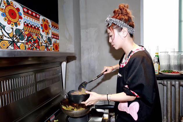 黄雅莉变身大厨