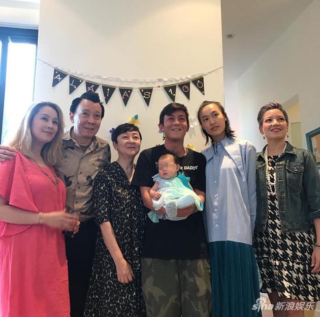 陈冠希和秦舒培为女儿举办百日宴