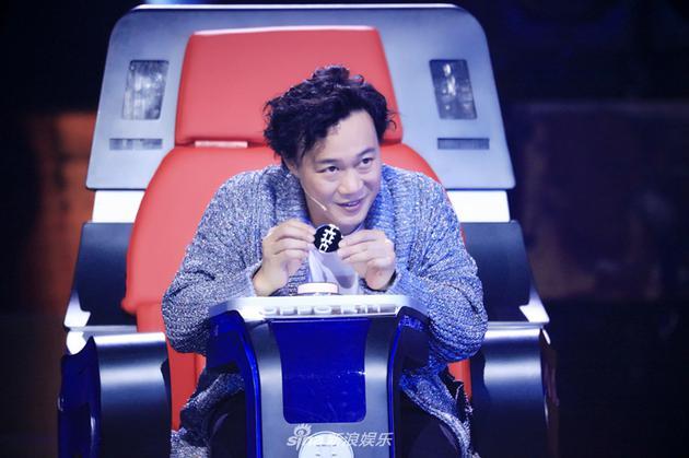 《中国新歌声2》首播 陈奕迅抢人遭周杰伦吐槽