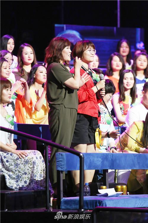《我想和你唱》妈妈带女儿追李宇春 母女同做公益传递正能量