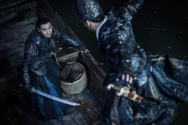 《绣春刀2》中,杨轶和张震在小艇对决
