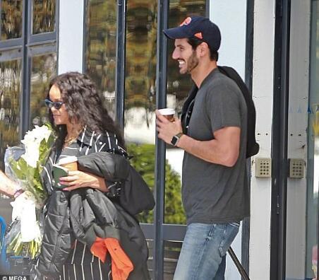 遇到好男人!蕾哈娜在新男友面前变公主