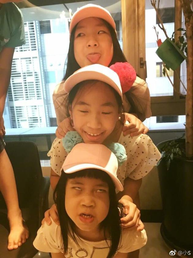 小S的三个女儿鬼马搞怪