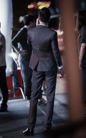 陈伟霆身材比例完美,大长腿惹粉尖叫 。