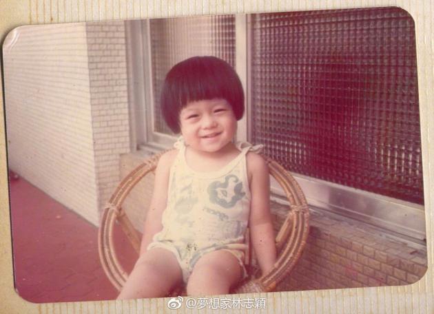 林志颖童年照和三儿子一模一样 笑眼弯弯好可爱