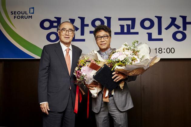 首尔国际论坛理事长Lee Honggu 、SM娱乐公司总制作人李秀满