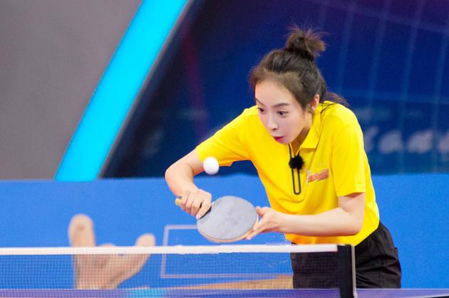 《来吧冠军2》贾乃亮宋茜不畏强手显体育精神